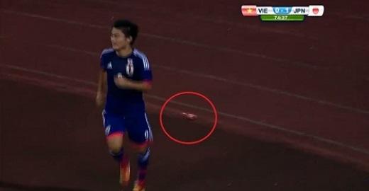 Cộng đồng bức xúc vì fan ném chai khi U19 Việt thua Nhật