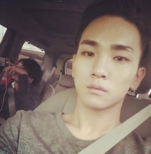 Key trầm ngâm tự sướng khi đang lái xe và chia sẻ tâm trạng buồn chán của mình