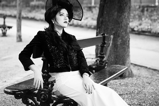Lý Nhã Kỳ cô đơn trên cầu khóa tình yêu tại Paris - Tin sao Viet - Tin tuc sao Viet - Scandal sao Viet - Tin tuc cua Sao - Tin cua Sao