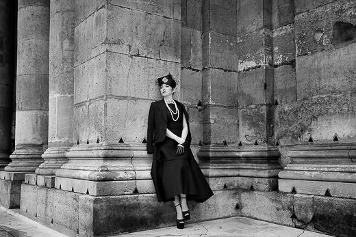 Với set đồ tiểu thư, có chút mong manh, mơ mộng giữa công viên bình yên, Lý Nhã Kỳ diện bộ đầm được phối hợp giữa chân váy xòe của Toni Maticevski kết hợp với các áo vest khác nhau. - Tin sao Viet - Tin tuc sao Viet - Scandal sao Viet - Tin tuc cua Sao - Tin cua Sao