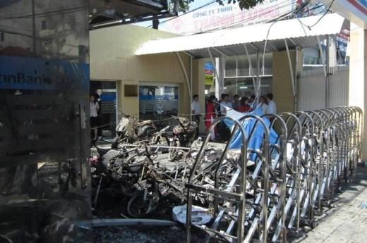 Hỏa hoạn ở Sài Gòn, xe máy và buồng ATM bị thiêu rụi