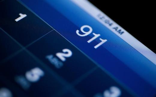 Bị bắt vì gọi 911 để...tâm sự