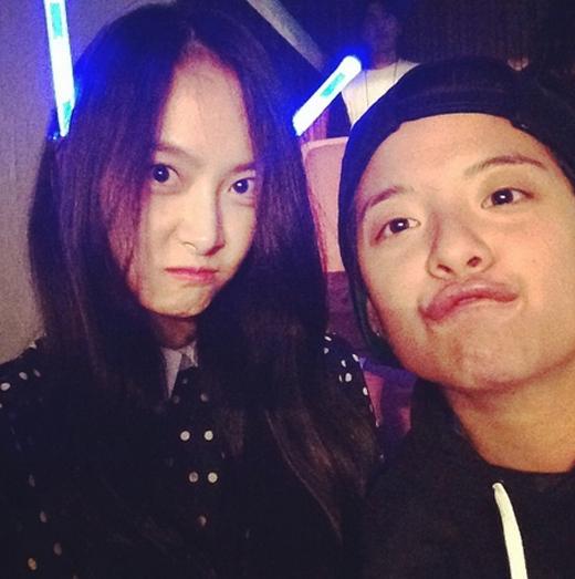 Victoria khoe hình nhí nhảnh cùng Amber đi xem Super Show 6 của Super Junior
