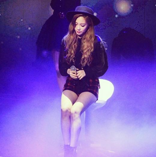 Taeyeon khoe hình xinh đẹp trên sân khấu khiến fan ngấy ngây