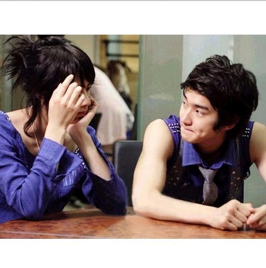 Heechul bất ngờ khoe hình cũ bên Siwon vào năm 2007