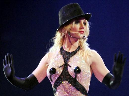 Britney Spears khiến mọi con mắt khán giả đổ dồn về vòng 1