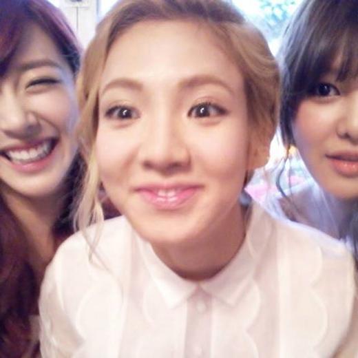 """Sooyoung """"dìm hàng"""" Hyoyeon khi đăng tải hình ngố tàu của cô nàng với lời chúc sinh nhật vào đúng 12h đêm"""