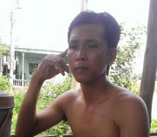 Anh Trương Văn Tuấn – người đã ra đường vẫy xe xin cứu giúp xe bị nạn nhưng bất thành.