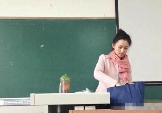 Những thầy cô giáo đẹp như hoa khiến lớp học chật cứng