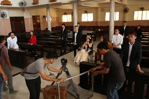 Chi Dân giảm cân cấp tốc để làm đám cưới trong MV mới