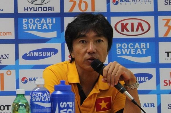 HLV Miura bất ngờ chê U23 Việt Nam đá… dưới sức