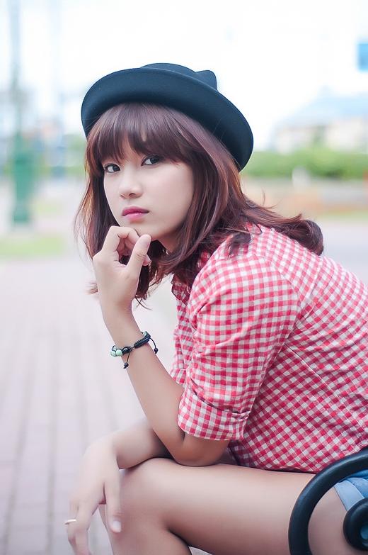 Quyết định vào miền Nam phát triển con đường nghệ thuật, Hoàng Yến đã xin bảo lưu kết quả học tập tại trường Đại học Văn Hóa Hà Nội. Cô nàng chuẩn bị nhập học khoa Thương mại, trường Đại học Công nghệ TP HCM.