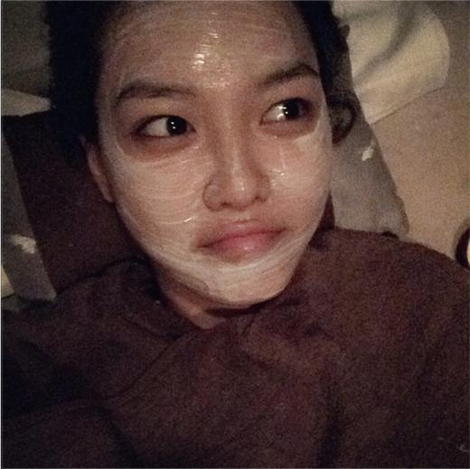 Sooyoung bất ngờ khoe hình đắp mặt nạ khiến fan vô cùng thích thú