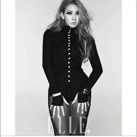 CL cá tính và phong cách với trang phục đen gợi cảm trên tạp chí
