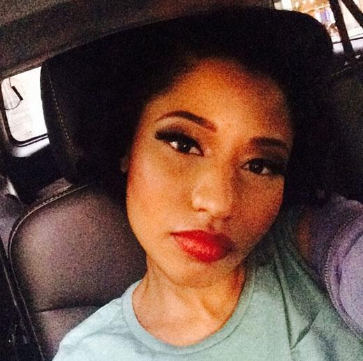 Nicki Minaj tranh thủ tự sướng trong lúc tắc đường