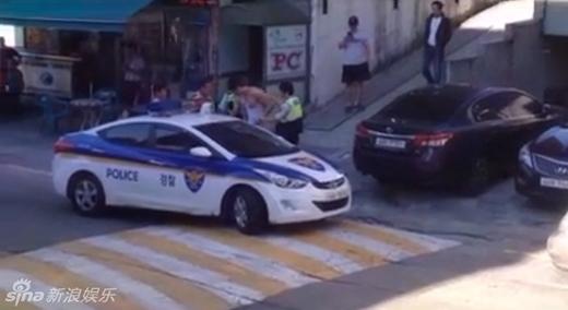 Hoàng tử lai của điện ảnh Hàn bị bắt do mặc quần lót dạo phố
