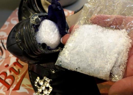 Bố mẹ cho bé 4 tháng tuổi dùng ma túy đá vì...không thể dỗ