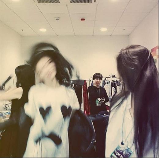 Suzy khoe hình mờ ảo khi cô đang nhảy