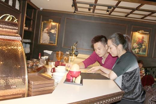 Ngay sau khi kết thúc buổi diễn, Phi Nhung và Ngô Kiến Huy đã tranh thủ khám phá ẩm thực Đài Loan - Tin sao Viet - Tin tuc sao Viet - Scandal sao Viet - Tin tuc cua Sao - Tin cua Sao