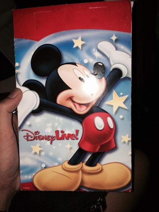 Ca sĩ trẻGin Tuấn Kiệt khoe tấm vé DisneyLive: 'Này thì Mickey's Magic Show' - Tin sao Viet - Tin tuc sao Viet - Scandal sao Viet - Tin tuc cua Sao - Tin cua Sao