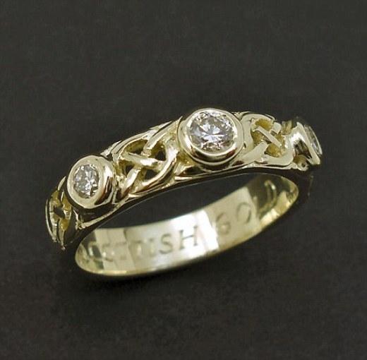 Chiếc nhẫn làm từ vàng do anh John tìm được