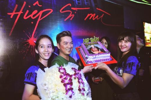 Đàm Vĩnh Hưng đón sinh nhật sớm tại rạp chiếu phim - Tin sao Viet - Tin tuc sao Viet - Scandal sao Viet - Tin tuc cua Sao - Tin cua Sao