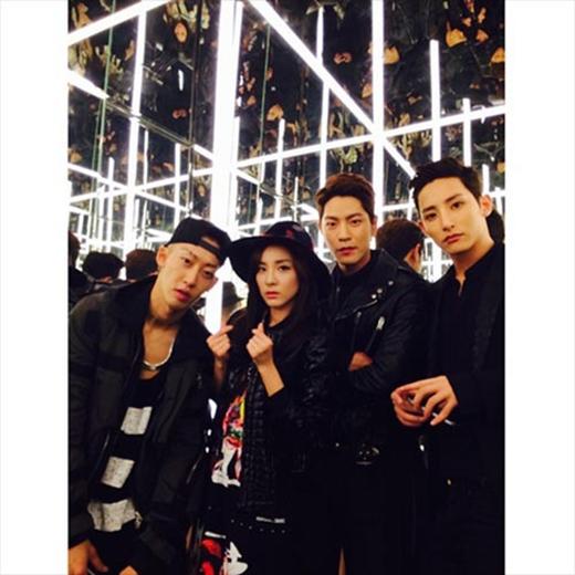 Dara khoe hình nhóm mới của cô