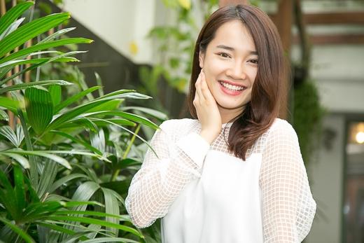 """May mắn nối tiếp nhau, vai Thêu mà đạo diễn Vũ Ngọc Đãng giao cho cô trong """"Vừa đi vừa khóc"""" đã giúp nữ diễn viên 24 tuổi chiếm được hoàn toàn trái tim của những khán giả khó tính nhất bằng một diễn xuất chân thật, tự nhiên."""