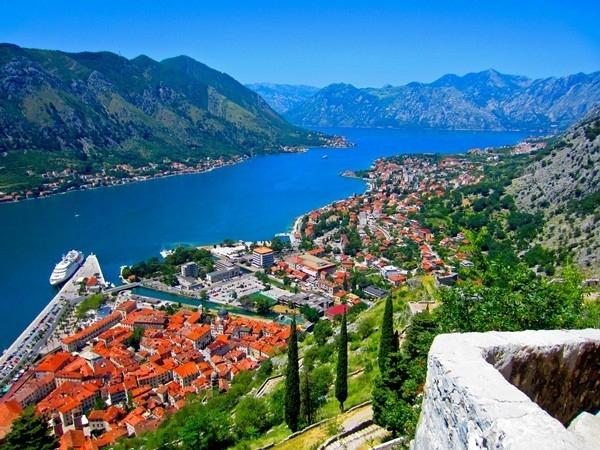 Kotor là thị trấn cổ nhất ở Montenegro với lịch sử trải dài 2000 năm, nơi đây nổi tiếng với nét kiến trúc cổ kính ấn tượng và bầu không khí yên bình.