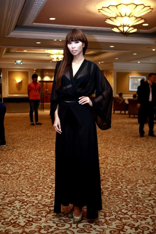 Nhiều năm gia nhập showbiz Việt, siêu mẫu vẫn trung thành với phong cách sexy. - Tin sao Viet - Tin tuc sao Viet - Scandal sao Viet - Tin tuc cua Sao - Tin cua Sao