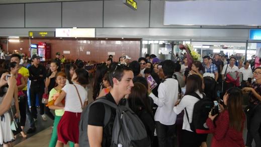 Fans miền Bắc đổ xô ra sân bay đón Đan Trường - Tin sao Viet - Tin tuc sao Viet - Scandal sao Viet - Tin tuc cua Sao - Tin cua Sao