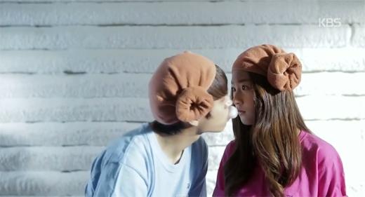 Bất ngờ với nụ hôn của Kim Sae Ron và Woohyun trong phim