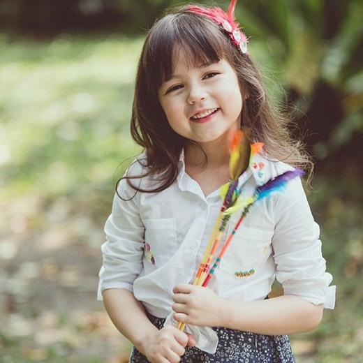 và cô bé Jirada Moran (Jenny) là nàng công chúa nhỏ trong sáng, ngây thơ