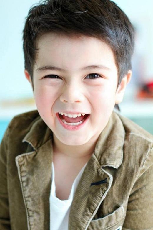 Jakkarin Moran (Justin) được nhiều người ví như hoàng tử nhí với nét đẹp lãng tử