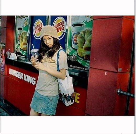 Hyomin ôn lại kỷ niệm xưa với tấm hình cũ khiến fan thích thú với vẻ ngây thơ của cô