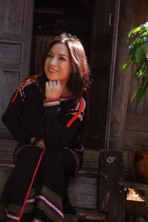 Phi Nhung khoe sắc đằm thắm trong trang phục đồng bào Tây Nguyên