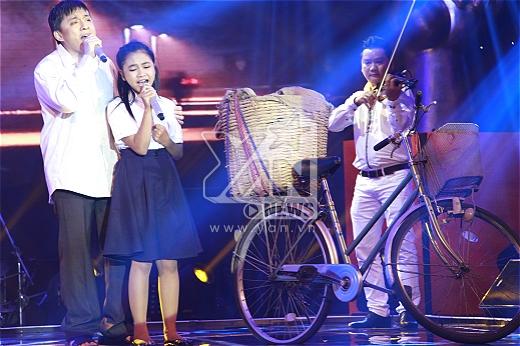 """Thiện Nhân """"khóc hết nước mắt"""" khi đăng quang Giọng hát Việt nhí 2014"""