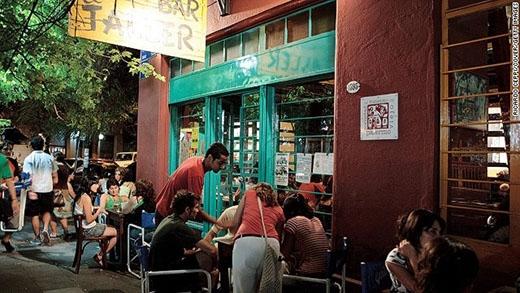 Thủ đô Buenos Aires của Argentina xếp thứ 9 với tổng số điểm 29. Ưu điểm nổi bật nhất của đô thị này là cường độ ăn, chơi. Mức điểm chấm cho con người và âm nhạc khá cao giúp Buenos Aires vượt qua Bangkok dù không thực sự nổi tiếng bằng thủ đô của Thái Lan.