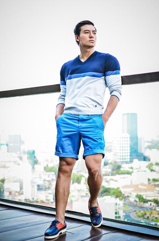 Với body đẹp cộng với sự nam tính đặc trưng, Hiếu Nguyễn nhanh chóng trở thành gương mặt được các nhãn hàng quảng cáo săn đón.
