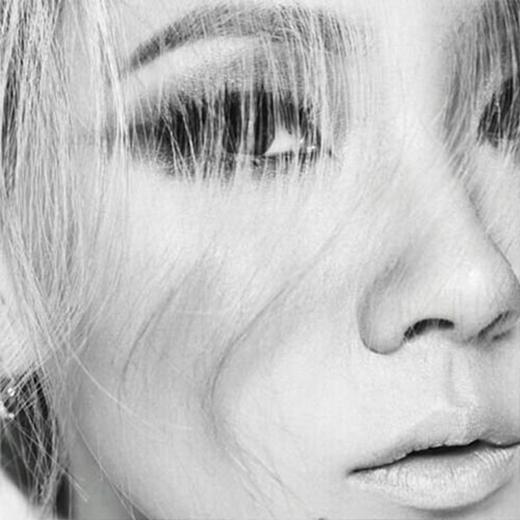 CL khoe hình đôi mắt buồn và chia sẻ kêu gọi fan hãy theo dõi tài khoản twitter mới của cô
