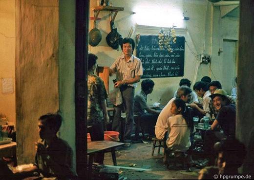 Những quán bia luôn đông khách bất kể ngày đêm