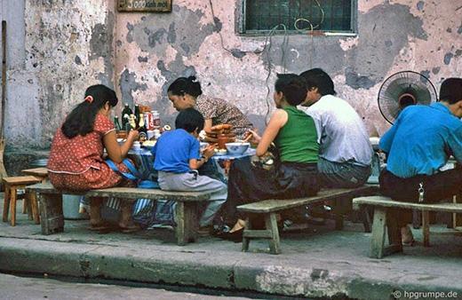 Hàng quán vỉa hè là nét văn hóa rất đặc trưng ở Hà Nội cổ