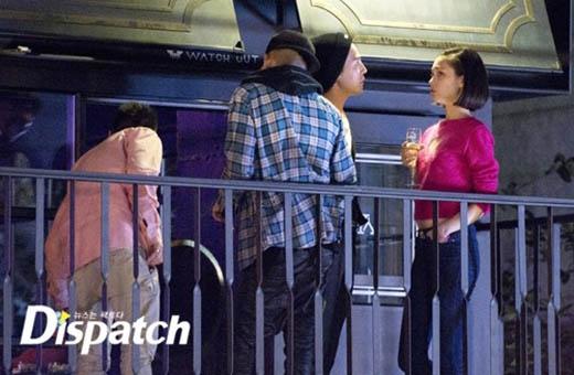 Họ cùng những người bạn tham gia một buổi party tại Seoul