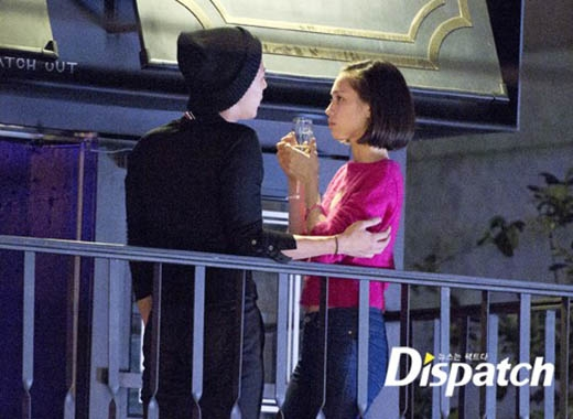 Khi có không gian riêng, G-Dragon và Kiko vô cùng tình cảm.
