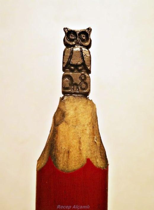 Thích thú với nghệ thuật điêu khắc trên đầu bút chì