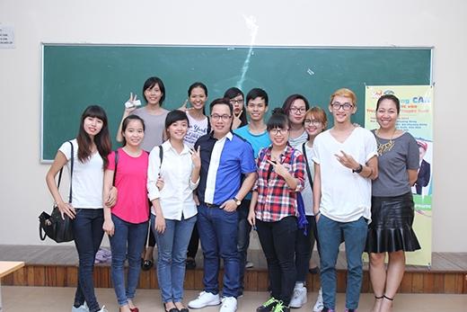 Từ rất sớm trước khi chương trình bắt đầu,các bạn sinh viên đã có mặt tại hội trường của buổi gặp gỡ giao lưu.