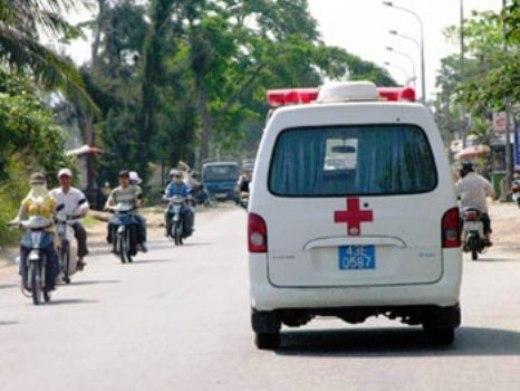 Cấp cứu 1 học sinh bị đâm thủng âm đạo