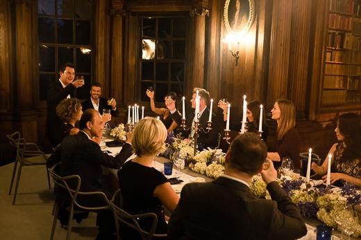 Tại buổi tiệc, vợ chồng Becks mời các ngôi sao đến từ Anh, Mỹ và Châu Á đến tham dự, trong đó người bạn thân của anh - giám khảo của chương trình Vua đầu bếp Mỹ Gordon Ramsay.