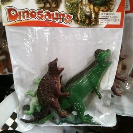 Những con khủng long nhựa dễ khiến người ta 'nghĩ bậy'