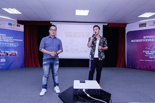 Phạm Hồng Phước góp mặt với vai trò ca sĩ khách mời trong buổi giao lưu.